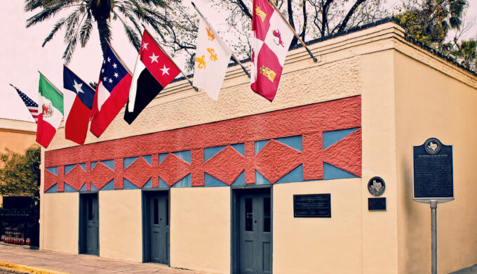 Hola Laredo Podcast Invites Tourists to Learn More About This Texas Town