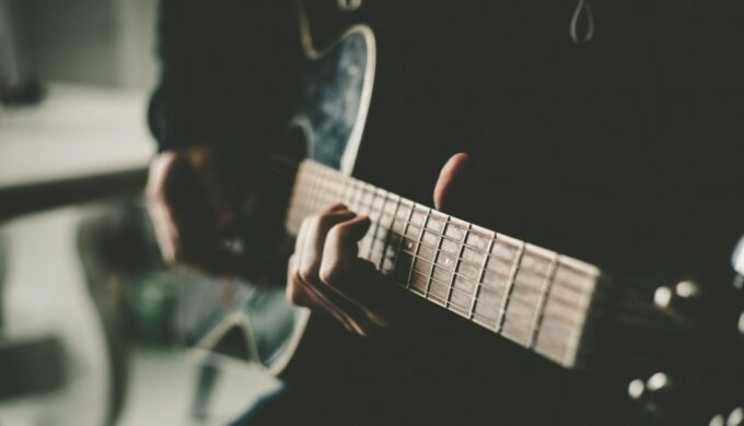 afternoon-guitar-time_t20_Oo1Q32 (2)